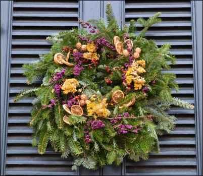 handmade wreath, make money selling crafts, best selling crafts